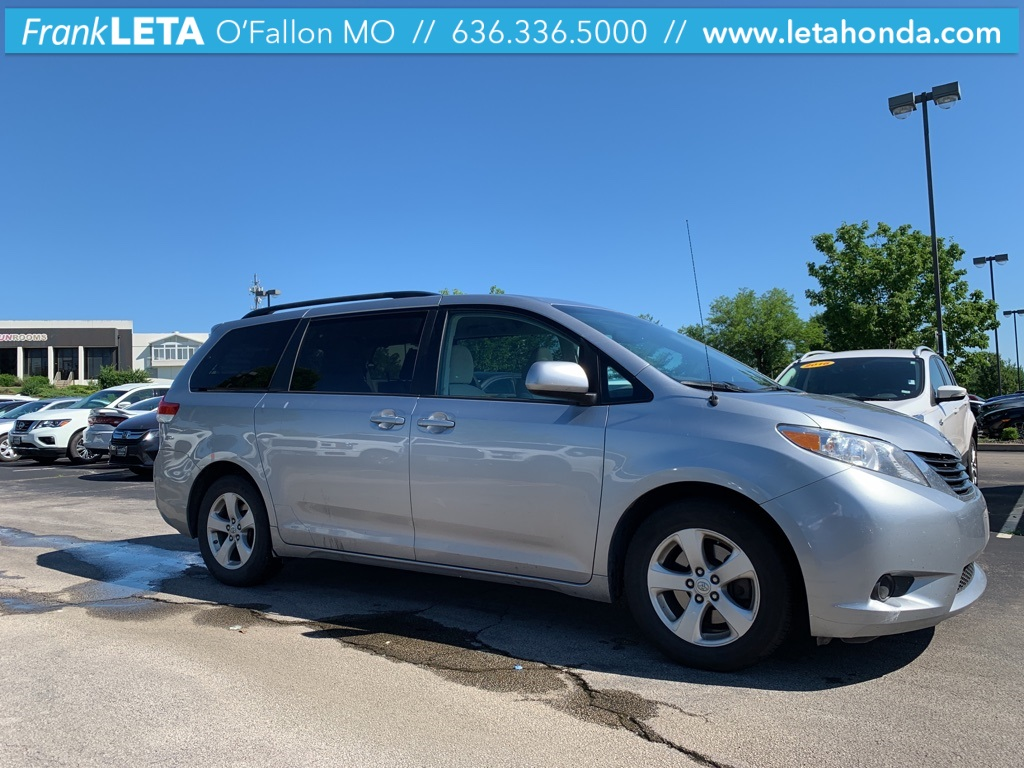 Pre-Owned 2013 Toyota Sienna