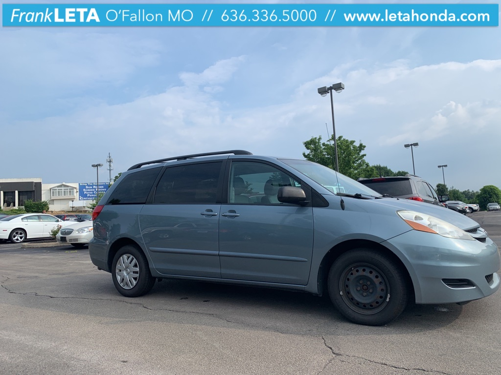 Pre-Owned 2010 Toyota Sienna CE